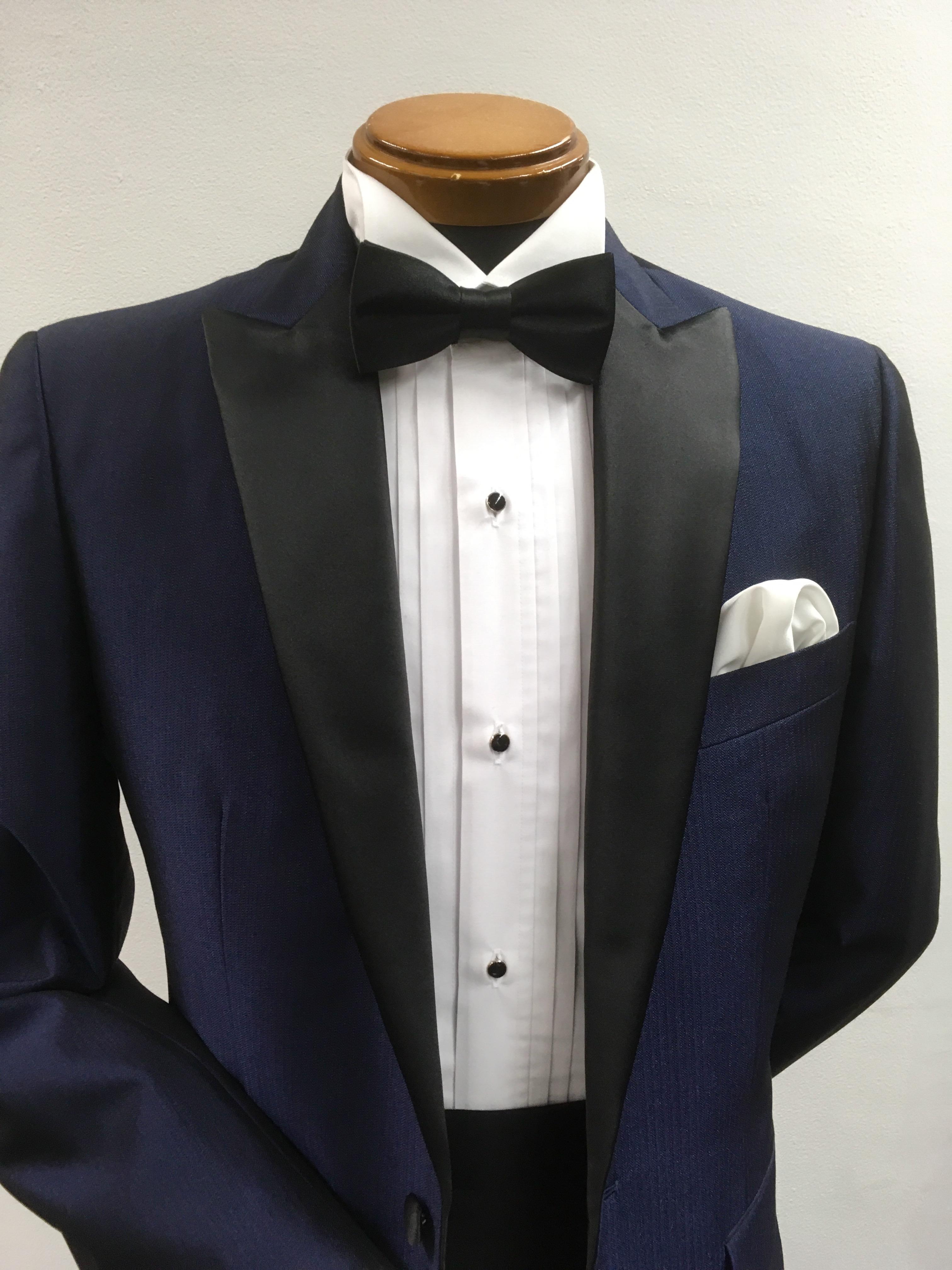 fcac65a40fece ジャケットに胸ポケットが施されるようになったのは、ポケットチーフを挿すためでした。その歴史は浅く、1920年代と言われます。